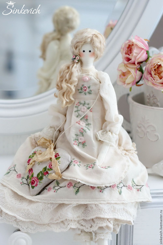 Вышивка на текстильной кукле