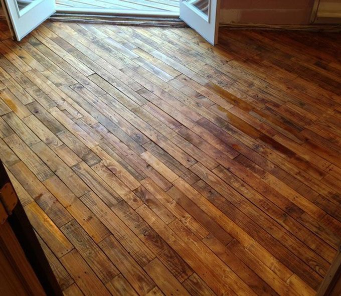 Suelo de parquet con madera de pal decoracin upcycle pallet projects solutioingenieria Image collections