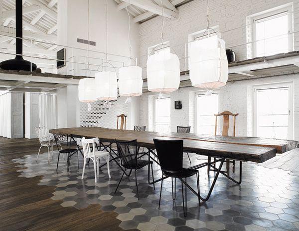 Une Ferme Italienne Par Paola Navone Chaises Dépareillées En - Chaises italiennes salle manger pour idees de deco de cuisine