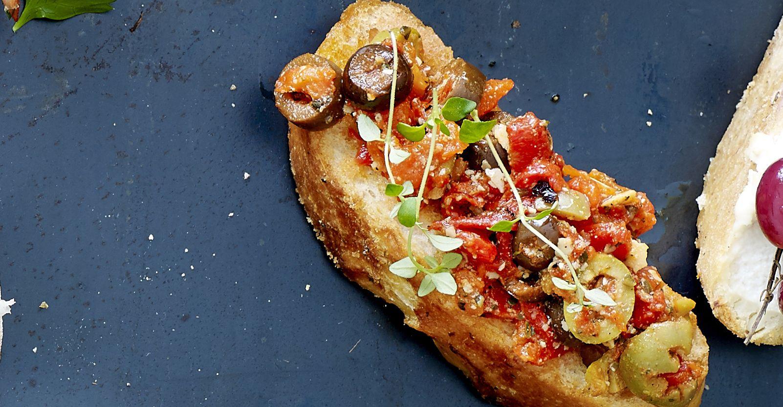 Bruschetta met gegrilde paprika en kappertjes