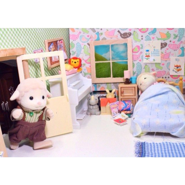 """""""The struggle of waking up in the morning is real, even in Sylvania. ☀️☀️#miniature#sylvanianfamilies#calicocritters"""""""