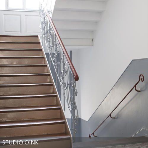 Aufgang zum Apartment durch das klassische Gründerzeit-Treppenhaus.