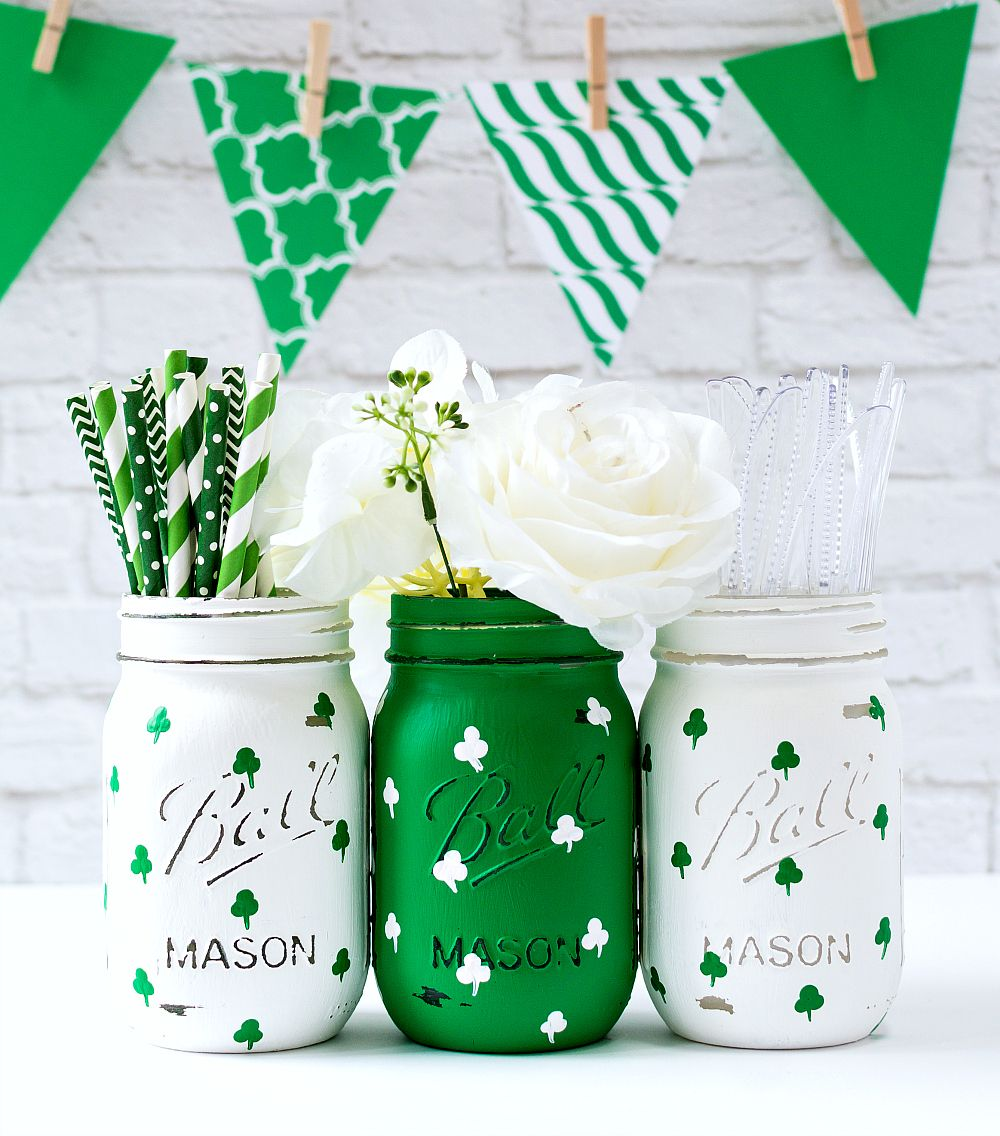 St. Patrick Day Craft Ideas | Painted Shamrock Mason Jars | Mason Jar Crafts Love @masonjarcraft