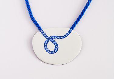 Halskette blaue Kordel auf Emaille