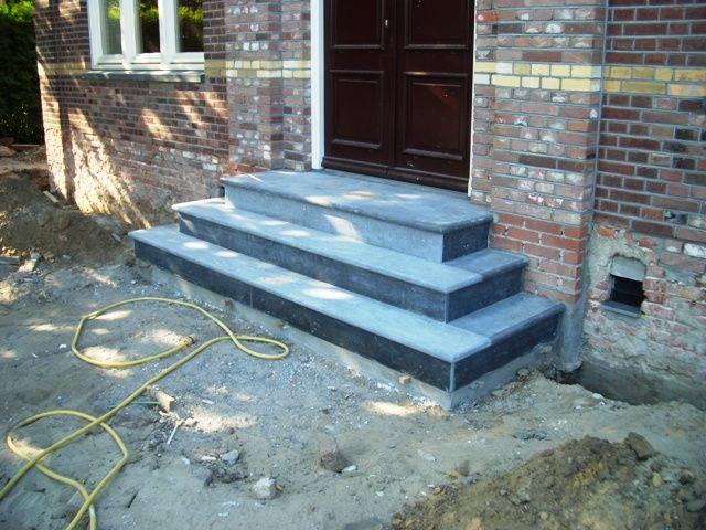 Tegels trap voordeur google zoeken terras tuin for Buitentrap met bordes