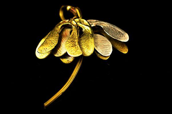 art nouveau jewelry | VERKOCHT. Art nouveau broche geïnspireerd op de zaden van de plataan ...