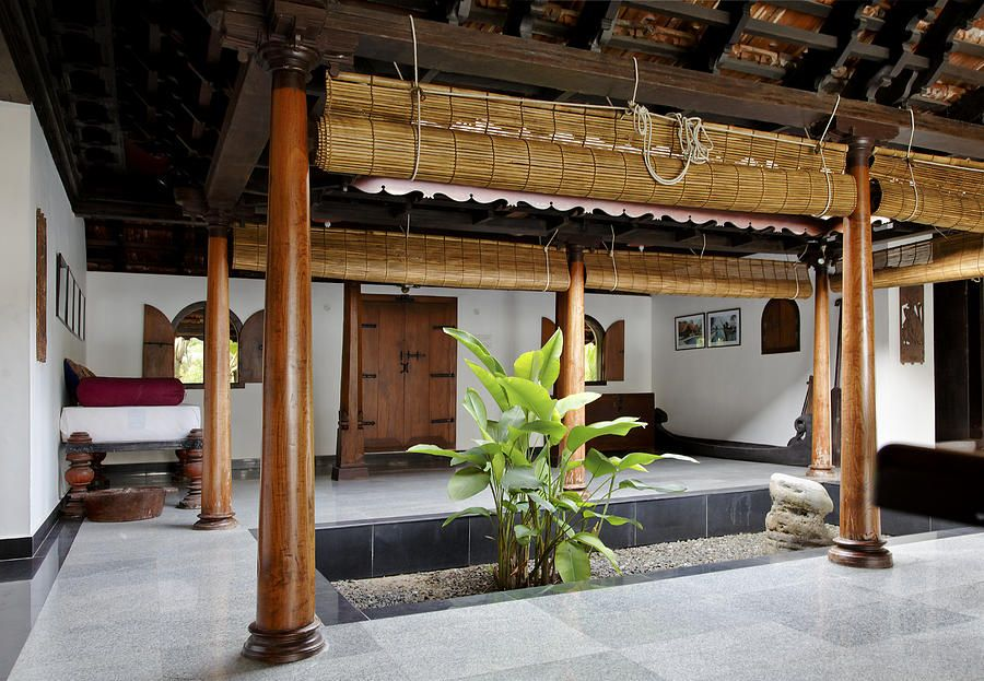 Interior design of daylight courtyard in kerala b Indoor courtyard house plans