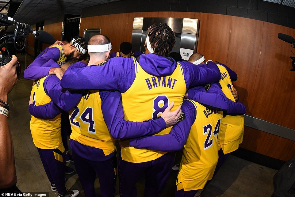 Member Of The Los Angeles Lakers Huddled Together Before The Game Against The Portland Tra In 2020 Kobe Bryant La Lakers Vanessa Bryant