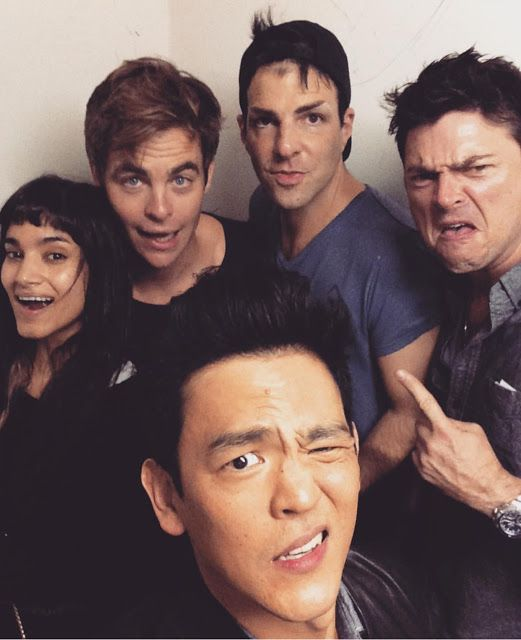 Chris Pine antigua / nueva imagen junto al elenco de Star Trek Beyond - Mundo Hollywood