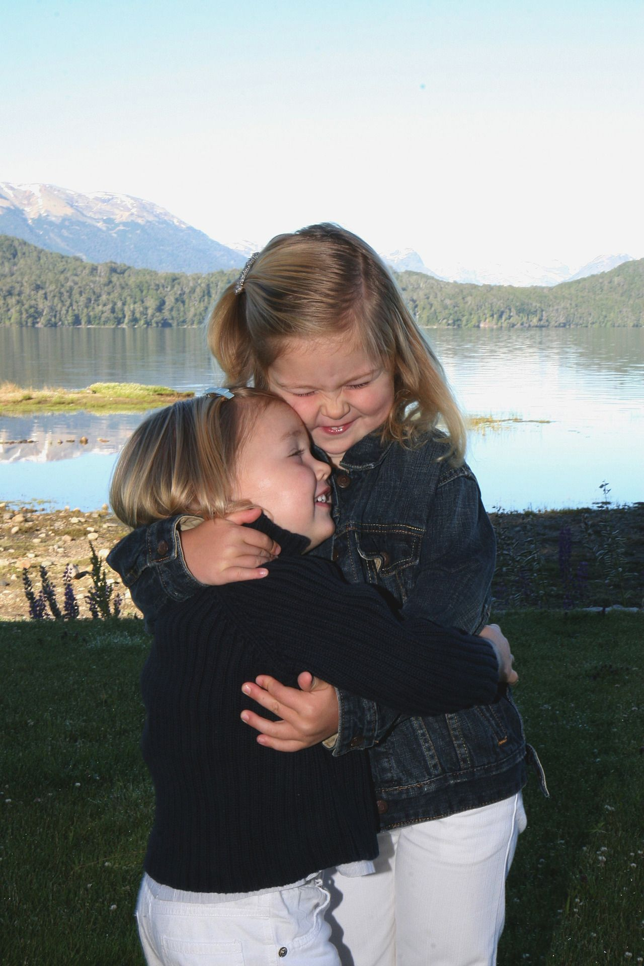 Princess Alexia gives her older sister Catharina-Amalia, Princess of Orange, a loving hug (King Willem-Alexander of the Netherlands & Queen Máxima of the Netherlands)