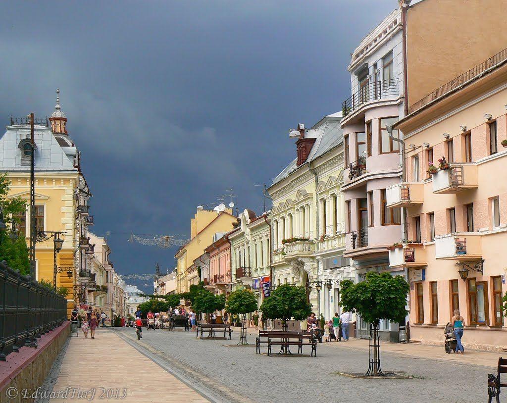 Chernivtsi. Kobylianska street.