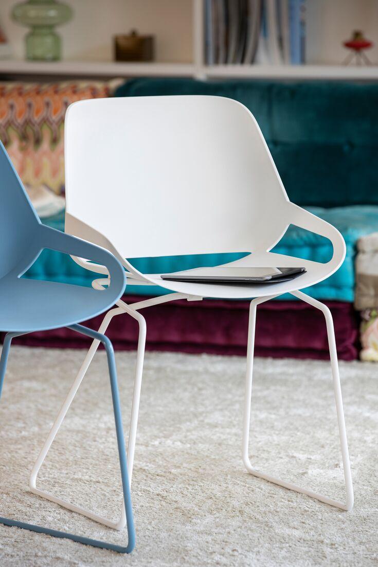 Numo Ein Zeitloser Designstuhl Der Bewegung Beim Sitzen Ermoglicht In Verschiedenen Varianten Erhaltlich Mit Bildern Stuhle Esszimmertisch Sitzen