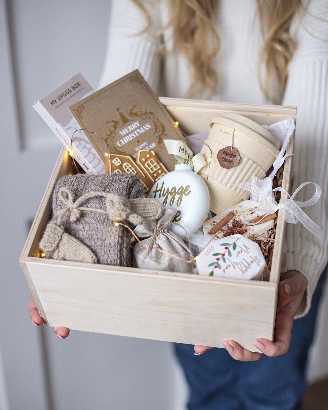 Uyutnye Podarki My Hygge Box On Instagram Vy Ochen Polyubili Etot Tyoplyj Uyutnyj Podarochny Diy Christmas Gifts Christmas Gift Baskets Diy Happy Birthday Gifts