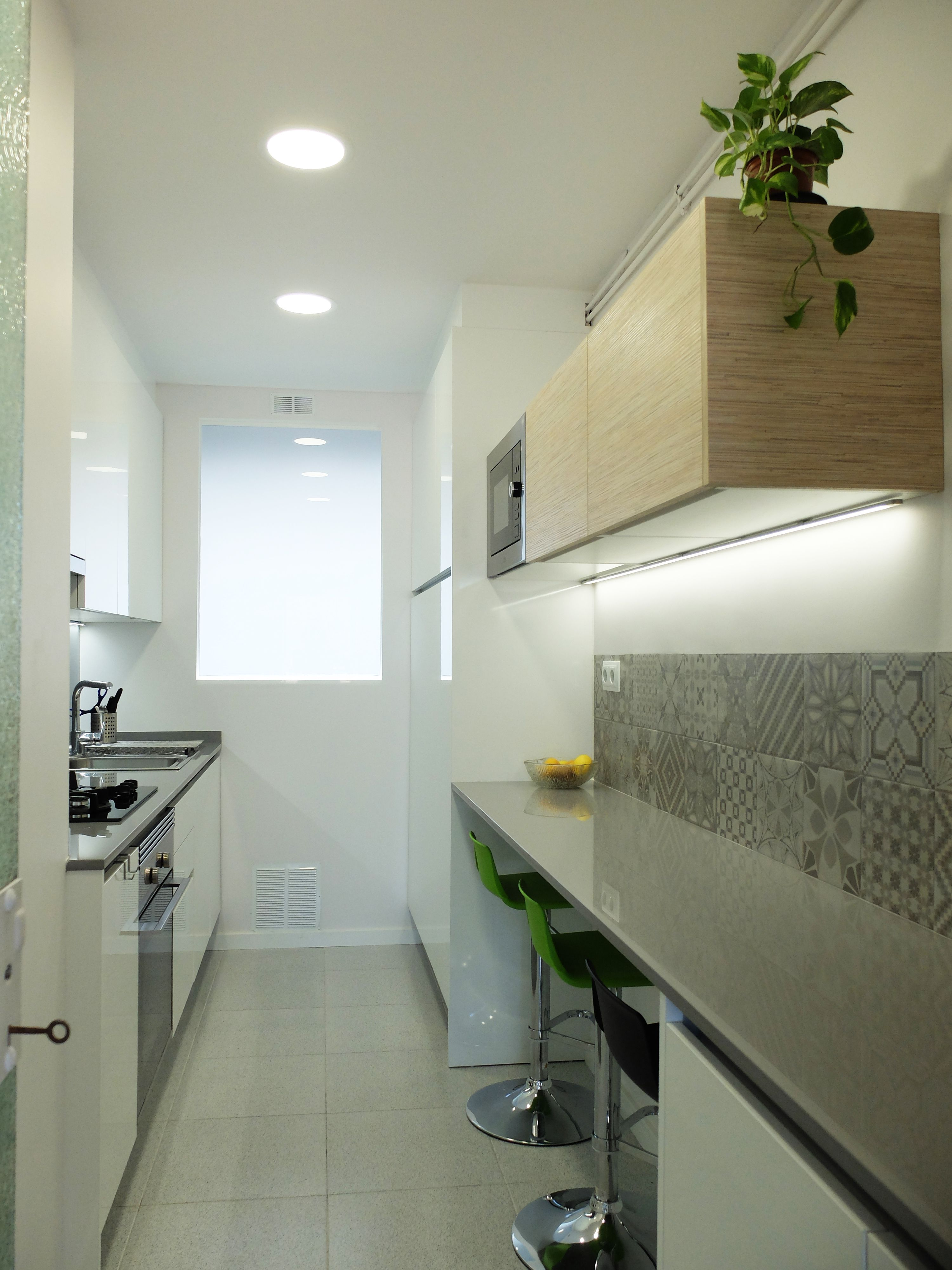 Reforma De Cocina En Un Piso De L Illa Escorial De Barcelona Por Accesible Refo Remodelacion De Cocina Pequena Diseno De Interiores De Cocina Cocinas De Casa