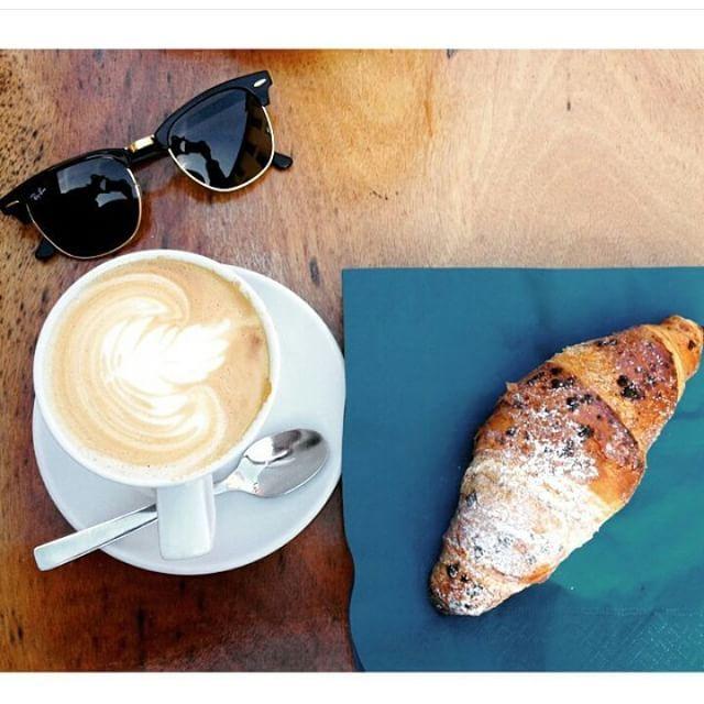 Breakfast and shades !!!!!! Happy Monday everyone :) #sunglasses #oculosdesol #lunettesdesoleil #gafasdesol #occhialidasole  www.foursunnies.com