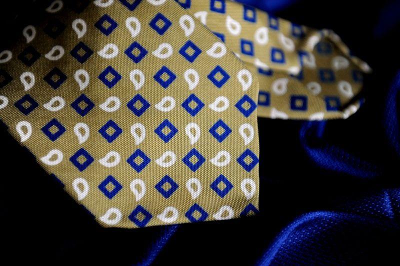 My bespoke vintage ancient 7 folds Passaggio Cravatte. For order info@passaggiocravatte.com