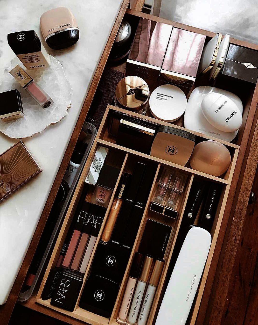 Clear Acrylic Makeup Organizer Arranges Makeup Brushes And