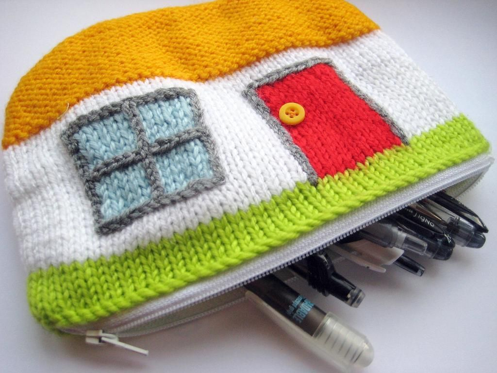 Free pattern - Thatched Cottage Zip Up Case | Knitting | Pinterest ...