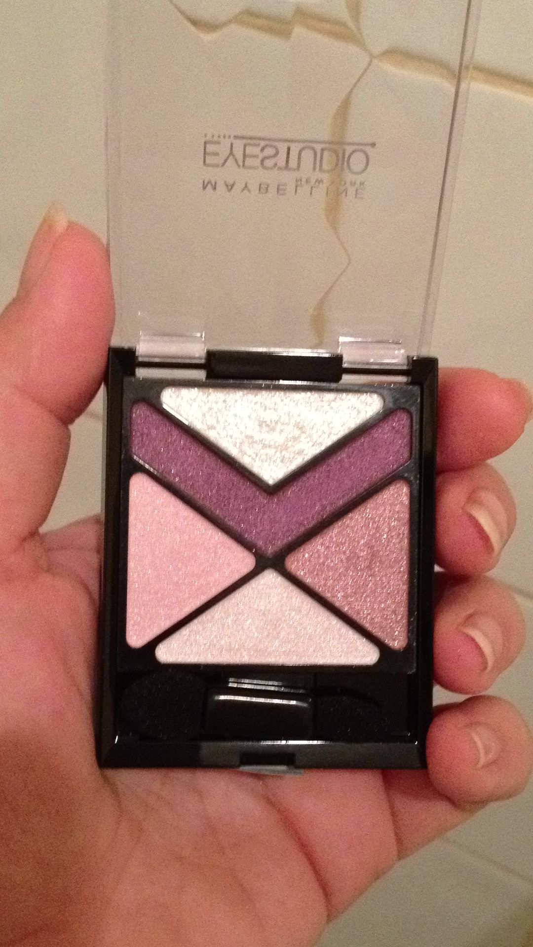 My new love! Maybelline Eyestudio eyeshadow!! Pink Punch <3