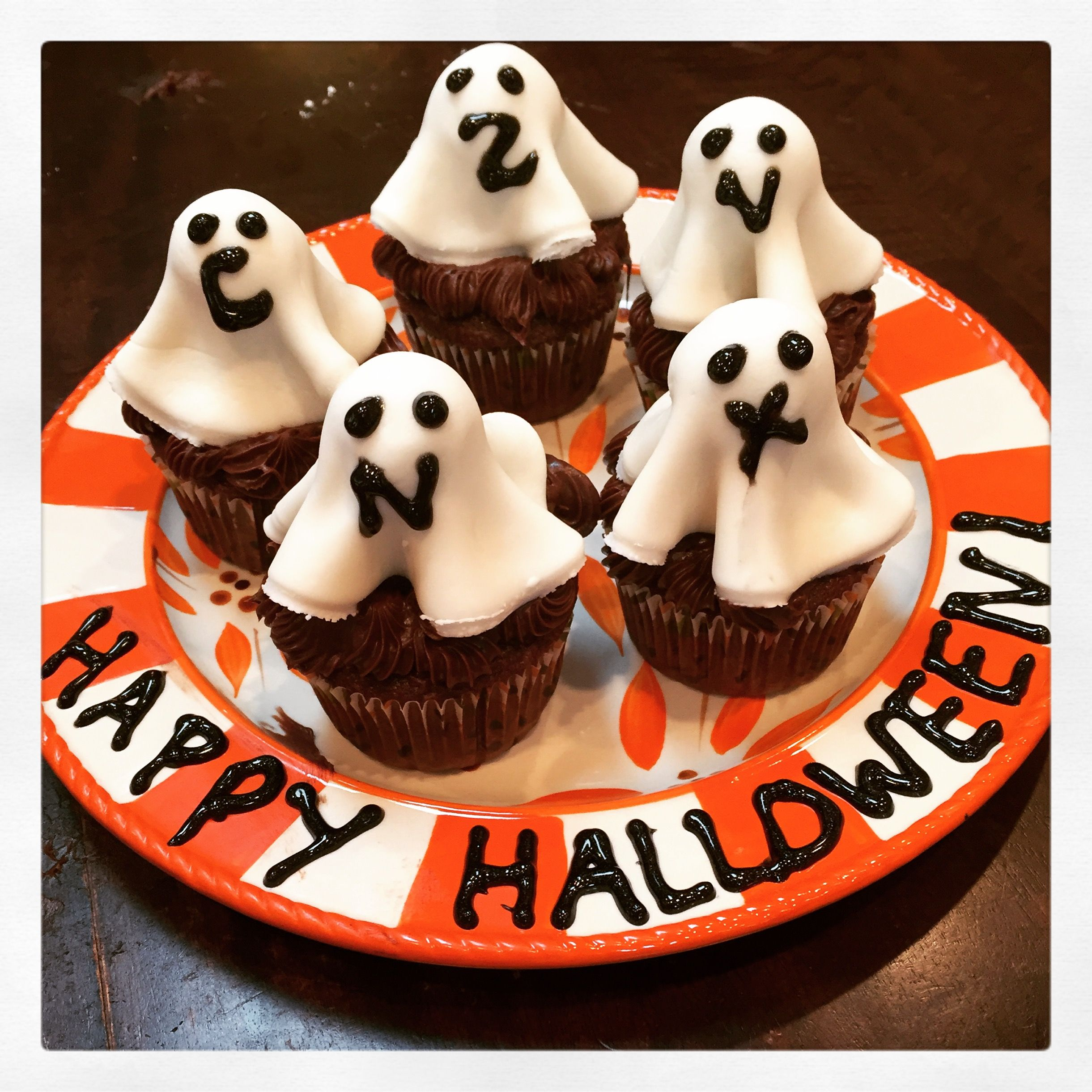 White fondant ghosts on dum dums over chocolate cupcakes for Halloween. 519bd3d1fadd