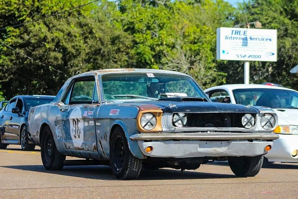 I Love Old Beat Up Race Car With Images Classic Mustang
