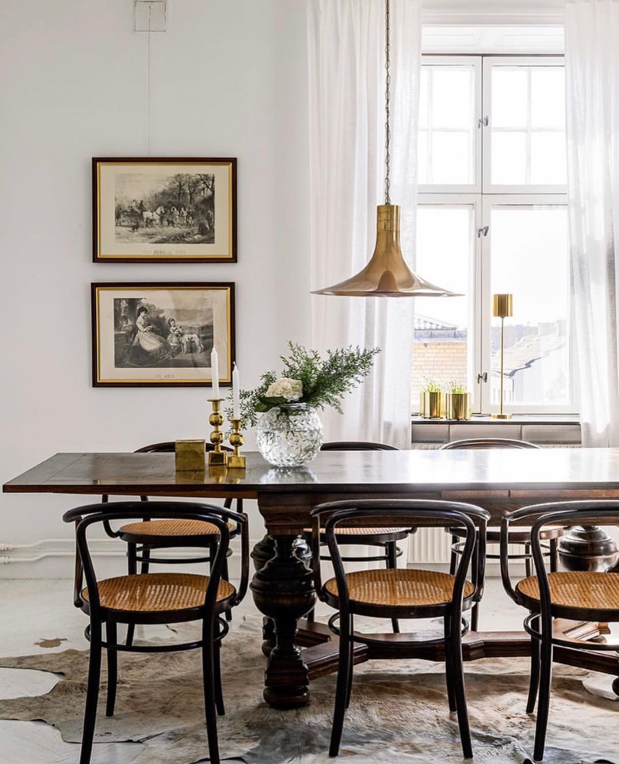 How A Mid-Century Chandelier Can Elevate Your Living Room Decor ...