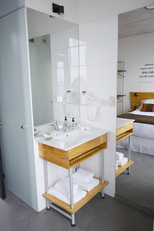 Mueble De Bano De Madera Con Fierro Electropintado Hotel Verso