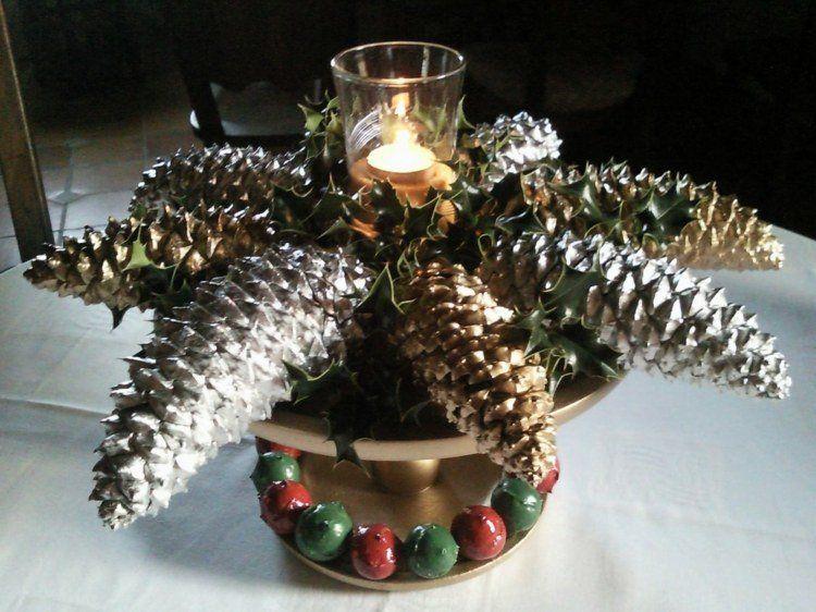 centre de table Noël avec des pommes de pin