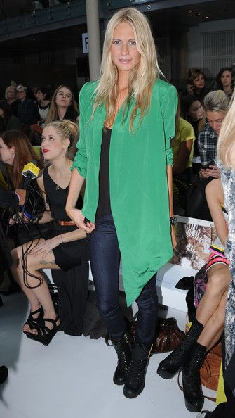 25ea2fd099bf Poppy Delevingne Photo - Celebrities On The Front Row at London Fashion  Week Spring Summer 2012