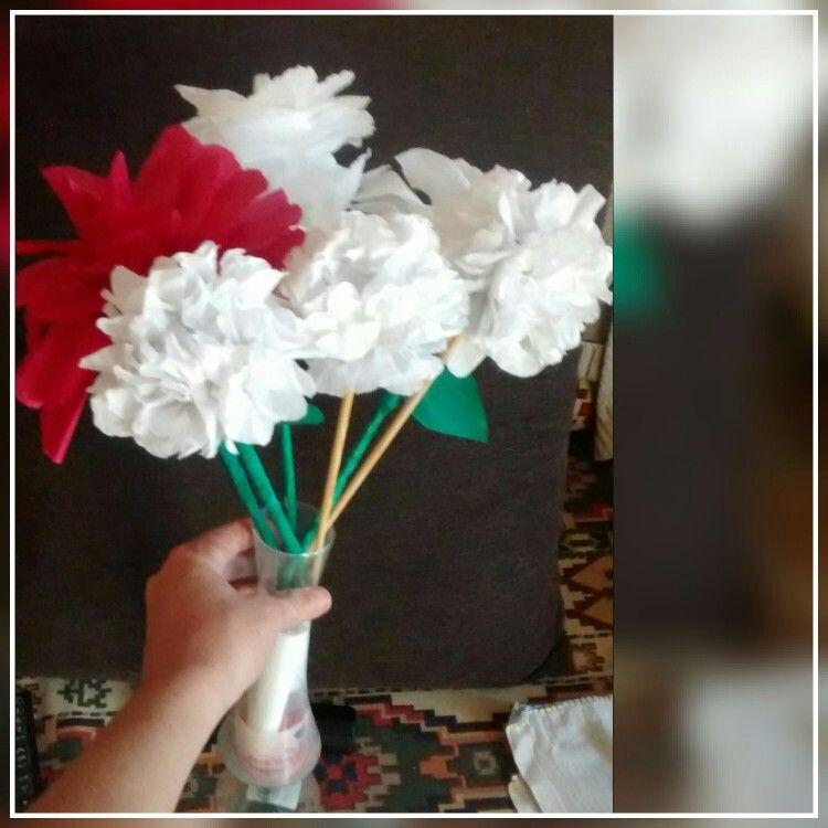 Flores Que Fiz Flor Vermelha Flor Branca E Cravos Com