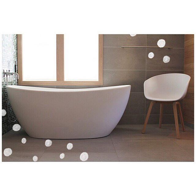 """Nyoppusset bad fra Rørlegger'n Verdal. Viena frittstående badekar 164x85 cm produsert i """"solid surface"""" fra Interform#interiør#interior#baderom#bad#badet#velvære#spa#oppussing#bathtub#baderominteriør#bathroom#design#dusj#inspirert#inspirasjon#bathroomdesign#bathroominspiration#hjem#bolig#pusseopp#renovering#oppussing#bathroomideas#vakrebad#vakrehjem#luksus#interform#microsilk#interformas by interformas Bathroom designs."""