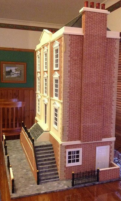 Montgomery hall dolls house a professional finish the dolls house dollhouses and - Construire sa maison de poupee ...