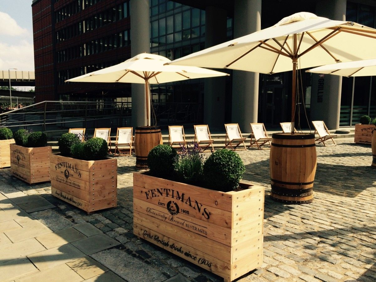 A Quirky Garden Bar in the heart of Canary Wharf | Garden ...