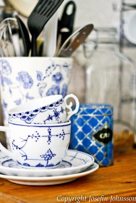 blue and white cups