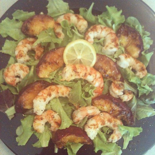 Shrimp Nectarine Salad Recipe: Grilled Shrimps & Nectarines Salad. #healthyfood #lunch