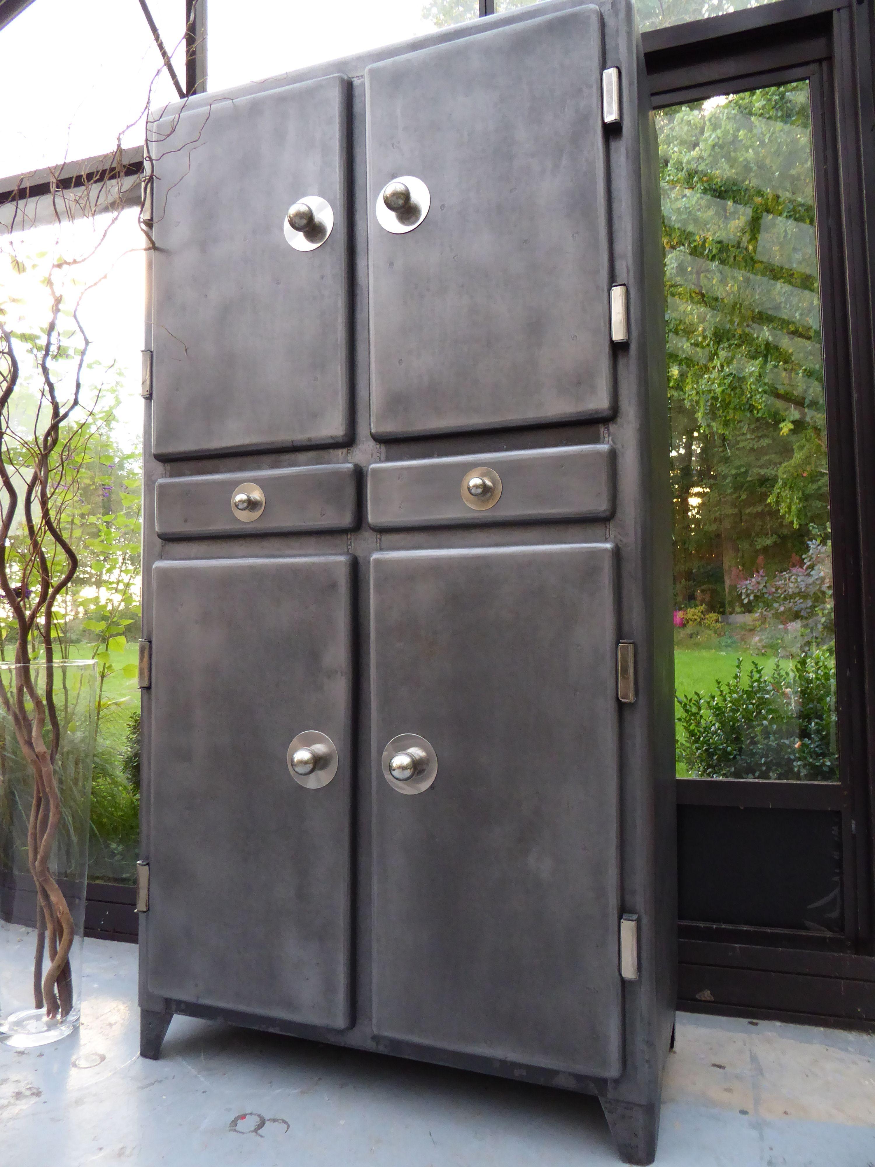 armoire m tal ann es 50 vous propose cet ancien meuble de cuisine ann es. Black Bedroom Furniture Sets. Home Design Ideas