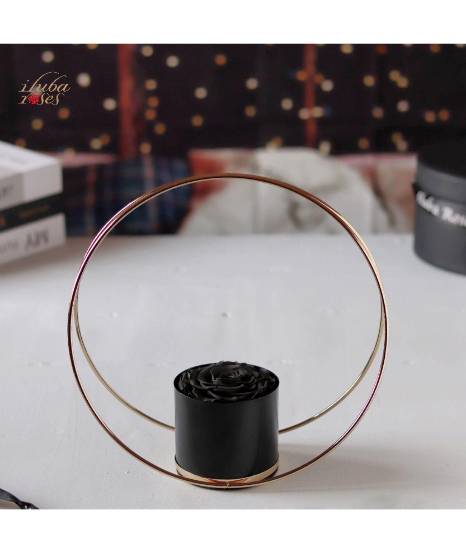 سلة ورد ايلوبا روزز أسود طبيعي دائم مع حامل ذهبي Hoop Earrings Earrings Jewelry