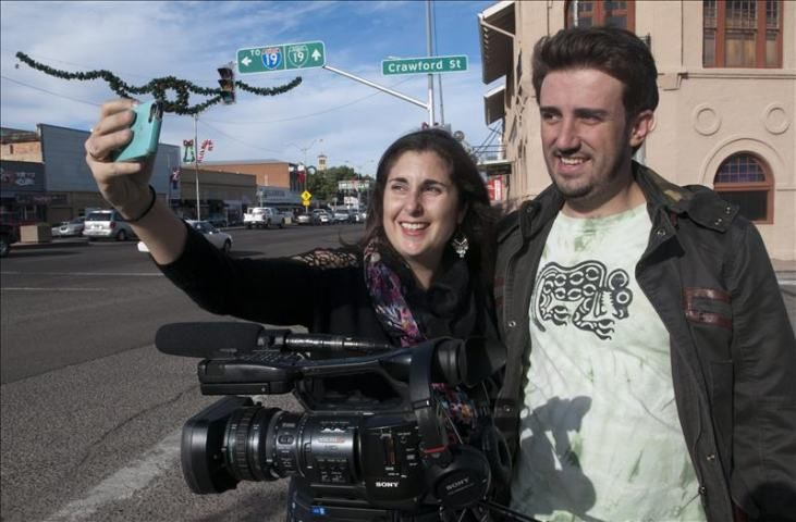 Festival de Cine en Utah Incorpora Documentales Sobre Inmigración  http://www.elperiodicodeutah.com/2015/11/noticias/noticias-locales-utah/festival-de-cine-en-utah-incorpora-documentales-sobre-inmigracion/