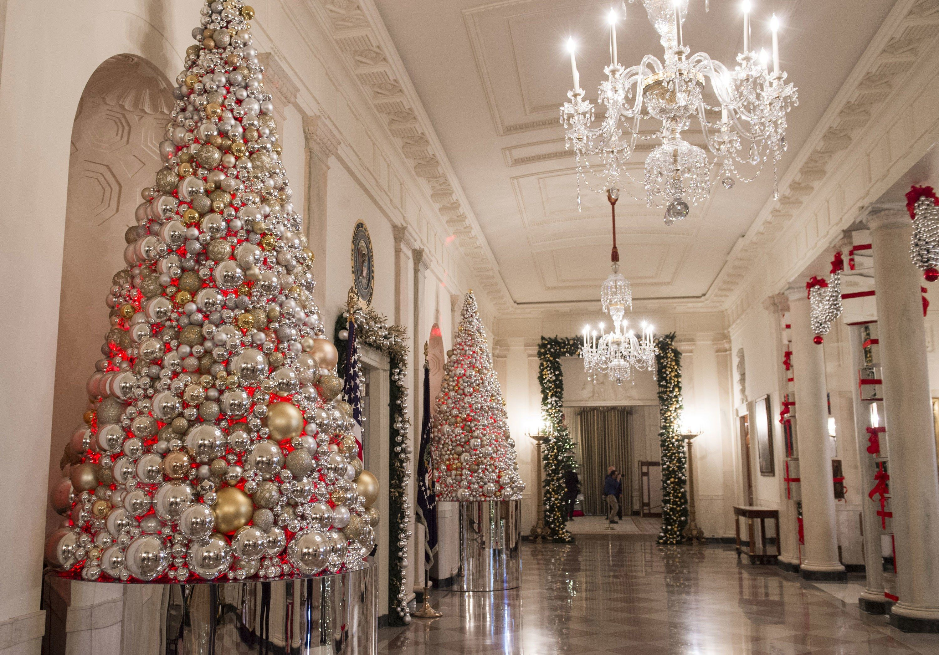 Michelle Obama S Final White House Holiday Decorations White House Christmas White House Christmas Decorations White House Christmas Tree