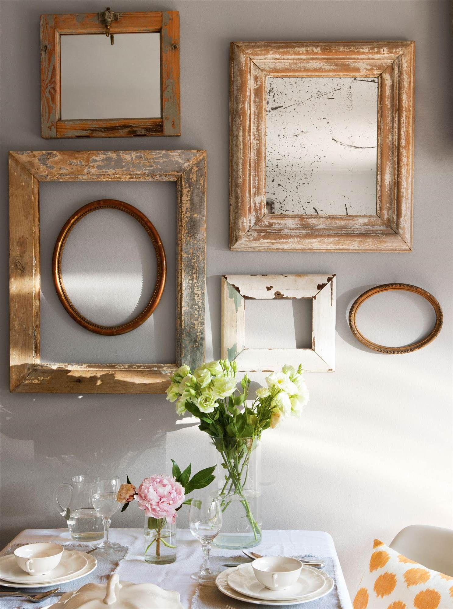 composicion de espejos y marcos de madera sobre pared_00411818 ...