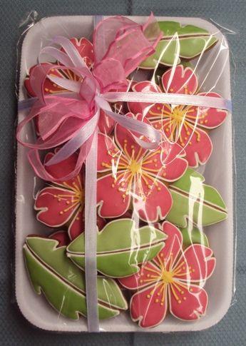 biscoitos confeitados bandeja flores com folhas