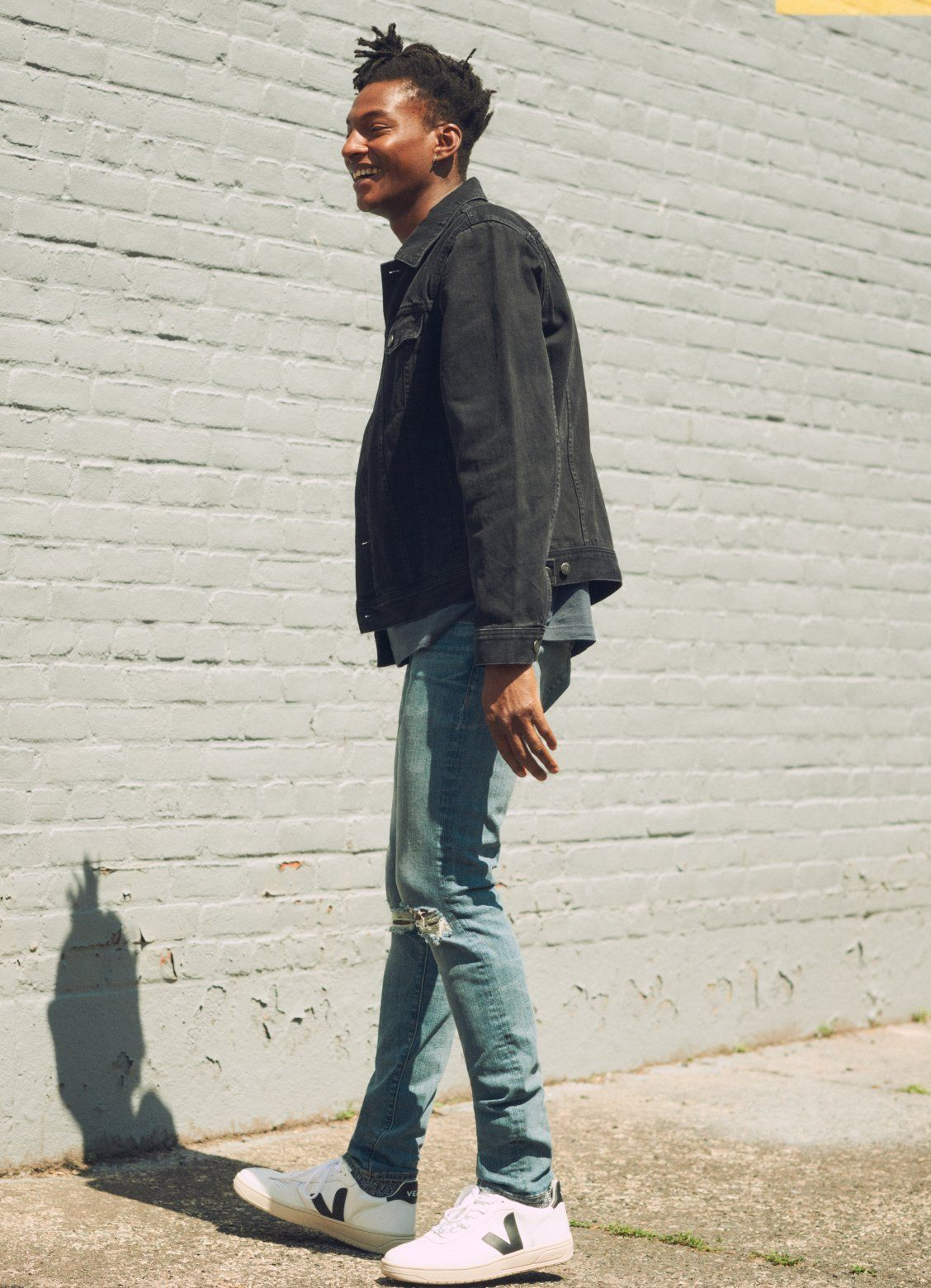 e04aa2037c madewell men s skinny jeans worn with classic denim jacket + veja sneakers.