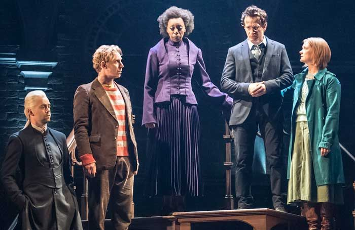 Jamie Parker I M Under No Illusion The Role Of Harry Potter Belongs To Me Harry Potter Cursed Child Jamie Parker Cursed Child
