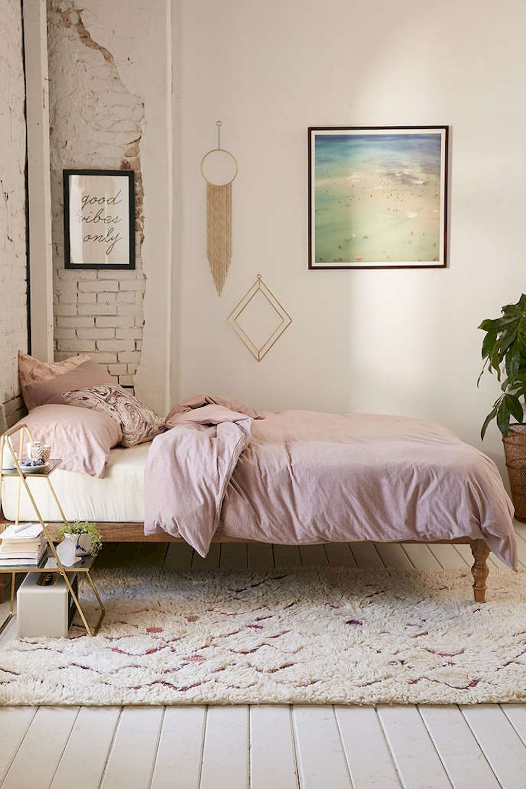 Cool fantastic minimalist bedroom decor ideas besideroom
