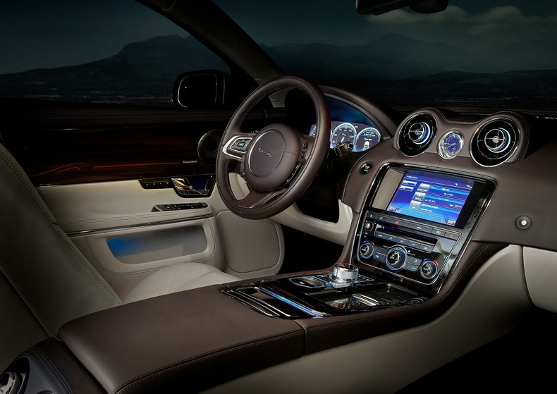 Large Luxury Car #Jaguar Xj With Beautiful Interior In Canada, For Buying and Selling