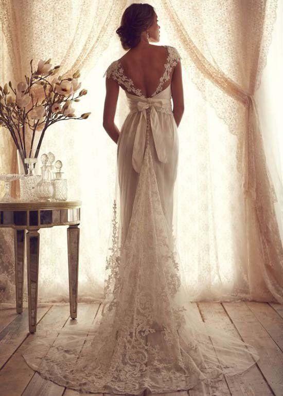 Farbiges Vintage Hochzeitskleid aus Spitze, mit tiefem ...