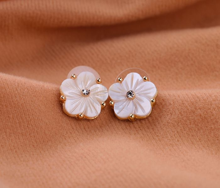 Feminine Pearl White Shell Stud Earrings  - New In