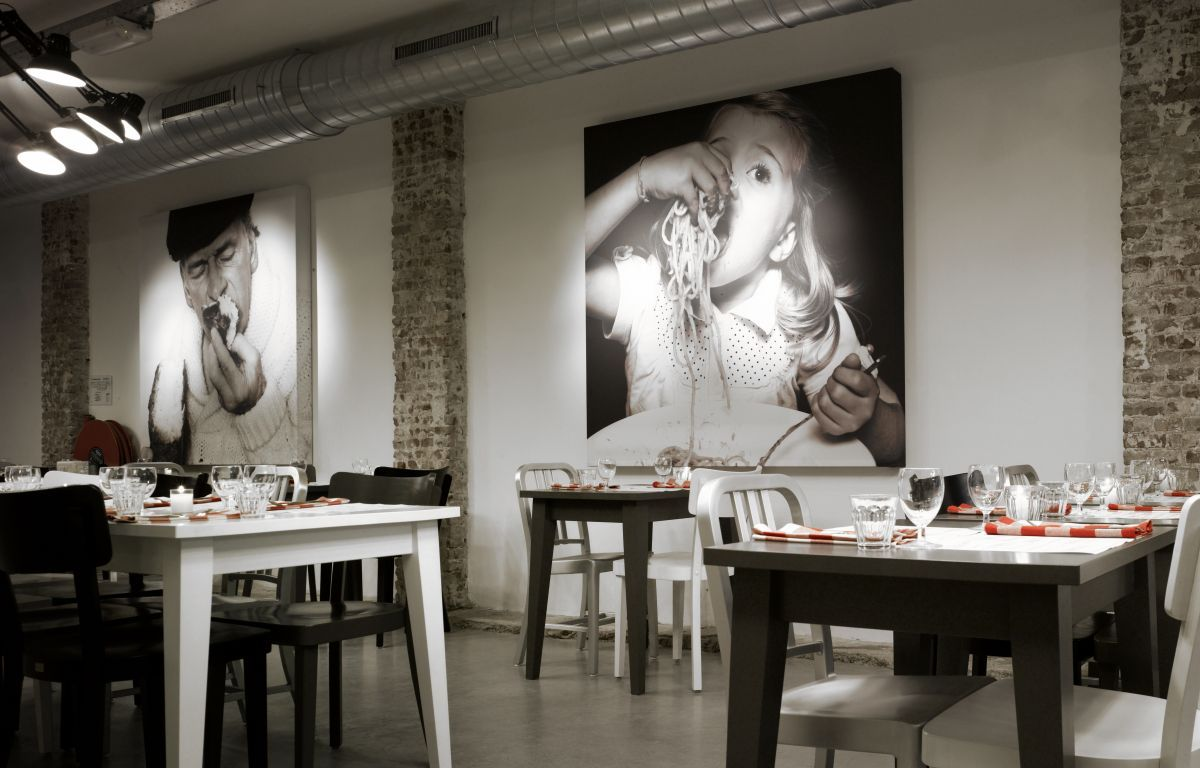 Retro classic painting mazzo restaurant wall decor ideas for Wall design for restaurant
