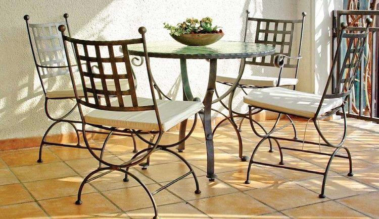 mobilier de jardin en fer forgé et mosaique- table ronde et ...