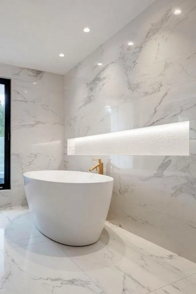25 Luxury Bathrooms And Tips You Can Copy From Them In 2020 White Marble Bathrooms Bathroom Interior Luxury Bathroom Master Baths